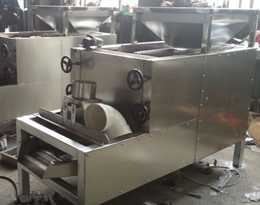 Peanut splitting machine